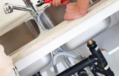 תיקון נזילות בברז בכיור מטבח - אילוסטרציה